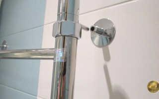 Как закрепить полотенцесушитель к стене в ванной, обзор крепежных элементов
