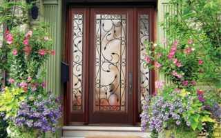 Входные деревянные двери в дом: разновидности и характерные особенности