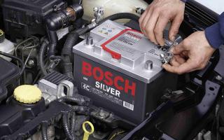 Плотность электролита в аккумуляторе: измерение и корректировка