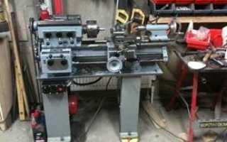 Фундамент, установка и выравнивание по уровню токарного станка.